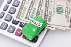 Χρήματα και υπολογιστής αυτοκινήτων με το σημάδι - τράπεζα Πληρωμές και δαπάνες στοκ εικόνες