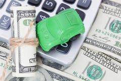 Χρήματα και υπολογιστής αυτοκινήτων Πληρωμές και δαπάνες στοκ φωτογραφία με δικαίωμα ελεύθερης χρήσης