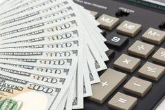 Χρήματα και υπολογιστής Στοκ φωτογραφίες με δικαίωμα ελεύθερης χρήσης