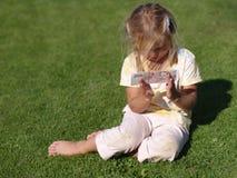 χρήματα κοριτσιών Στοκ εικόνα με δικαίωμα ελεύθερης χρήσης