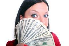 χρήματα κοριτσιών brunette Στοκ Εικόνες