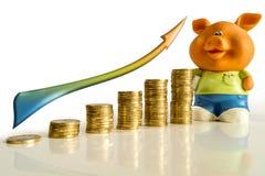 Χρήματα με το βέλος και τη piggy τράπεζα Στοκ εικόνες με δικαίωμα ελεύθερης χρήσης