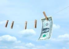 Χρήματα με το ξύλινο clothespin στοκ φωτογραφία