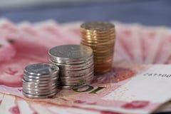 Χρήματα, νομίσματα και δολάριο Bill στοκ εικόνες με δικαίωμα ελεύθερης χρήσης