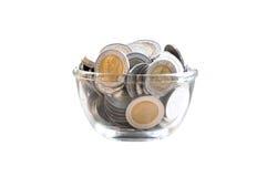 Χρήματα νομισμάτων στο βάζο γυαλιού, τράπεζα Piggy, αποταμίευση Στοκ Εικόνες