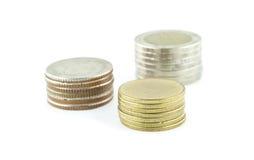 Χρήματα νομισμάτων της Ταϊλάνδης σε ένα άσπρο υπόβαθρο Στοκ Φωτογραφία