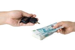 χρήματα πλήκτρων χεριών αυτ& Στοκ Φωτογραφία
