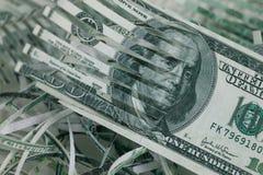 χρήματα που τεμαχίζονται Στοκ φωτογραφία με δικαίωμα ελεύθερης χρήσης