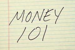 Χρήματα 101 σε ένα κίτρινο νομικό μαξιλάρι Στοκ φωτογραφία με δικαίωμα ελεύθερης χρήσης