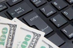 Χρήματα στενό σε επάνω πληκτρολογίων υπολογιστών Στοκ Εικόνες