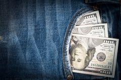 Χρήματα στην τσέπη μπλε Jean με το διάστημα αντιγράφων Στοκ εικόνες με δικαίωμα ελεύθερης χρήσης