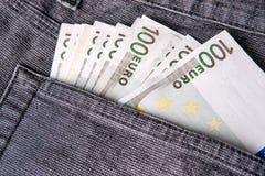 Χρήματα στην τσέπη τζιν, ευρο- τραπεζογραμμάτια στοκ φωτογραφία με δικαίωμα ελεύθερης χρήσης