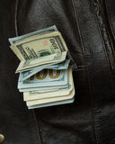 Χρήματα στη φανέλλα τσεπών σας Στοκ Φωτογραφία