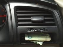 Χρήματα στο αυτοκίνητο Στοκ εικόνα με δικαίωμα ελεύθερης χρήσης