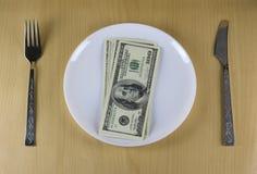 Χρήματα στο πιάτο στοκ εικόνα
