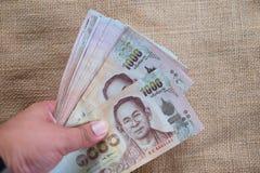 χρήματα Ταϊλανδός εκμετάλλευσης χεριών Στοκ Φωτογραφίες