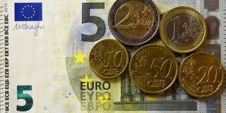 Χρήματα, τραπεζογραμμάτιο, Bill, Δολ ΗΠΑ, ευρώ, νομίσματα, πένα, δεκάρα, τέταρτο στοκ φωτογραφία
