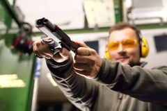 Χρήση επιστήμης των πυροβόλων στοκ φωτογραφία με δικαίωμα ελεύθερης χρήσης