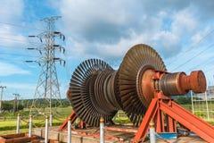 Χρήση λεπίδων μετάλλων στροβίλων ατμού στο σταθμό παραγωγής ηλεκτρικού ρεύματος Στοκ εικόνα με δικαίωμα ελεύθερης χρήσης
