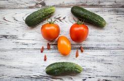 χρήσιμα λαχανικά Ώριμα και νόστιμα λαχανικά στον πίνακα Στοκ Φωτογραφίες