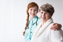Χρήσιμος γιατρός και ικανοποιημένος ασθενής Στοκ Φωτογραφία