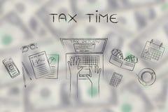 Χρήστης που αρχειοθετεί το φόρο του retun on-line, φορολογικός χρόνος τίτλων Στοκ Φωτογραφία