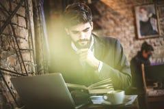 Χρειάζεστε τις μεγάλες επιτυχίες εχθρών εκπαίδευσης business man young Στοκ Εικόνες