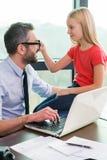 Χρειάζομαι τα γυαλιά σας! Στοκ εικόνες με δικαίωμα ελεύθερης χρήσης