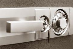 χρηματοκιβώτιο κλειδωμά Στοκ εικόνα με δικαίωμα ελεύθερης χρήσης
