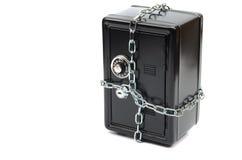 Χρηματοκιβώτιο χάλυβα στις αλυσίδες Στοκ εικόνες με δικαίωμα ελεύθερης χρήσης