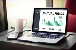 Χρηματοδότηση ΑΜΟΙΒΑΊΩΝ ΚΕΦΑΛΑΊΩΝ και έννοια χρημάτων, εστίαση στο αμοιβαίο κεφάλαιο μέσα Στοκ Εικόνες