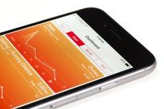 Χρησιμοποίηση της υγείας app iOS 8 Στοκ Φωτογραφίες