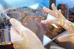 Χρησιμοποίηση της ψηφιακής διπλής έκθεσης ταμπλετών Στοκ Εικόνες
