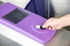 Χρησιμοποίηση του σημείου RFID Στοκ φωτογραφία με δικαίωμα ελεύθερης χρήσης