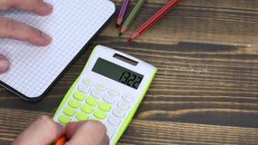 Χρησιμοποίηση του υπολογιστή, πίνακας γραφείων απόθεμα βίντεο
