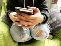 Χρησιμοποίηση Smartphone Στοκ φωτογραφία με δικαίωμα ελεύθερης χρήσης
