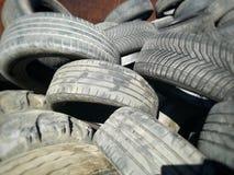 Χρησιμοποιημένα ελαστικά αυτοκινήτου για την ανακύκλωση Στοκ Φωτογραφία