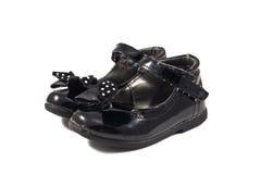 Χρησιμοποιημένα μαύρα παπούτσια παιδιών Στοκ φωτογραφία με δικαίωμα ελεύθερης χρήσης