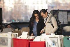Χρησιμοποιημένη αγορά βιβλίων κάτω από τη γέφυρα του Βατερλώ, South Bank, Λονδίνο, Αγγλία, Ηνωμένο Βασίλειο, Ευρώπη Στοκ εικόνα με δικαίωμα ελεύθερης χρήσης