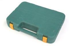 Χρησιμοποιημένη πράσινη πλαστική βαλίτσα εργαλείων στο λευκό Στοκ εικόνα με δικαίωμα ελεύθερης χρήσης