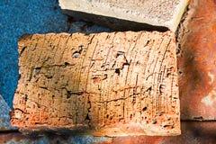 Χρησιμοποιημένος τούβλινος στην κορυφή στοκ φωτογραφία
