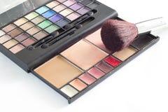 Χρησιμοποιημένος makeup θέστε στο άσπρο υπόβαθρο Στοκ Φωτογραφία