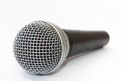 Χρησιμοποιημένο φωνητικό μικρόφωνο στο άσπρο υπόβαθρο Στοκ εικόνες με δικαίωμα ελεύθερης χρήσης