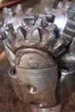 Χρησιμοποιημένο Tri-Cone) κομμάτι βράχου (για το πετρέλαιο και το φυσικό αέριο που τρυπούν με τρυπάνι καλά Στοκ Εικόνες
