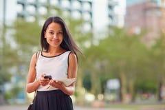 Χρησιμοποιώντας την πηγαίνετε επιχείρηση apps Στοκ φωτογραφία με δικαίωμα ελεύθερης χρήσης