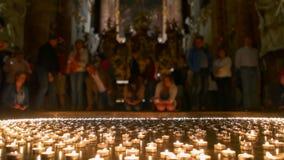 Χριστιανικοί άνθρωποι που παίρνουν όλα τα αναμμένα φω'τα Στοκ φωτογραφίες με δικαίωμα ελεύθερης χρήσης