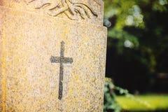 Χριστιανικός διαγώνιος τάφος Στοκ φωτογραφία με δικαίωμα ελεύθερης χρήσης