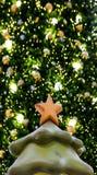 Χριστουγέννων αντιγράφων διακοσμήσεων κόκκινο διαστημικό δέντρο διακοσμήσεων εστίασης χρυσό μεγάλο στοκ φωτογραφία με δικαίωμα ελεύθερης χρήσης