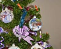 Χριστουγέννων αντιγράφων διακοσμήσεων κόκκινο διαστημικό δέντρο διακοσμήσεων εστίασης χρυσό μεγάλο Στοκ φωτογραφίες με δικαίωμα ελεύθερης χρήσης