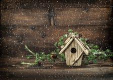 Χριστουγέννων snowflakes ύφους διακοσμήσεων birdhouse εκλεκτής ποιότητας Στοκ Εικόνες